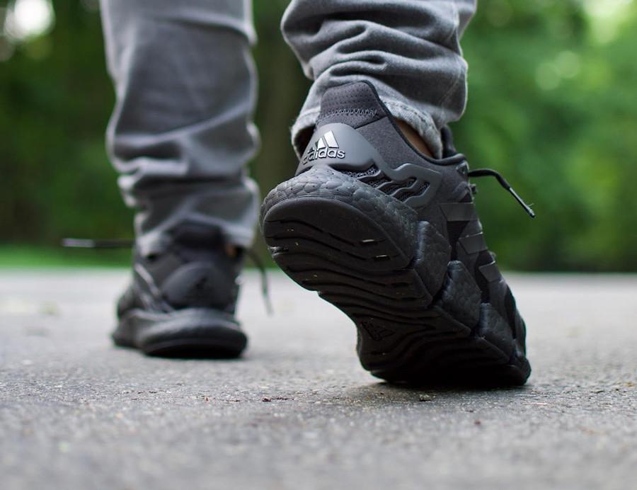 Adidas Clima Cool noire on feet (3)