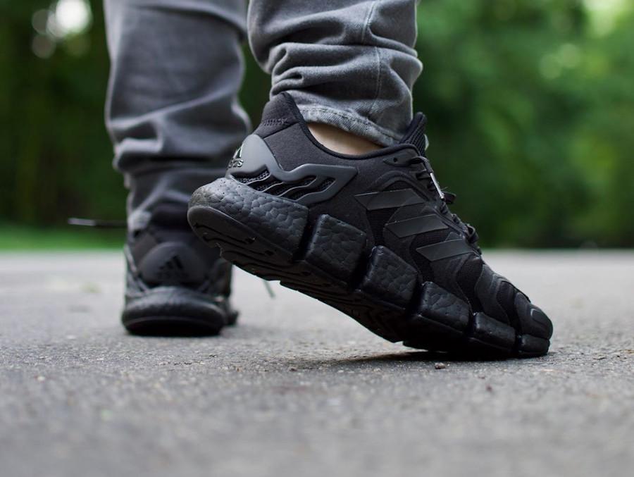 Adidas Clima Cool noire on feet (4)