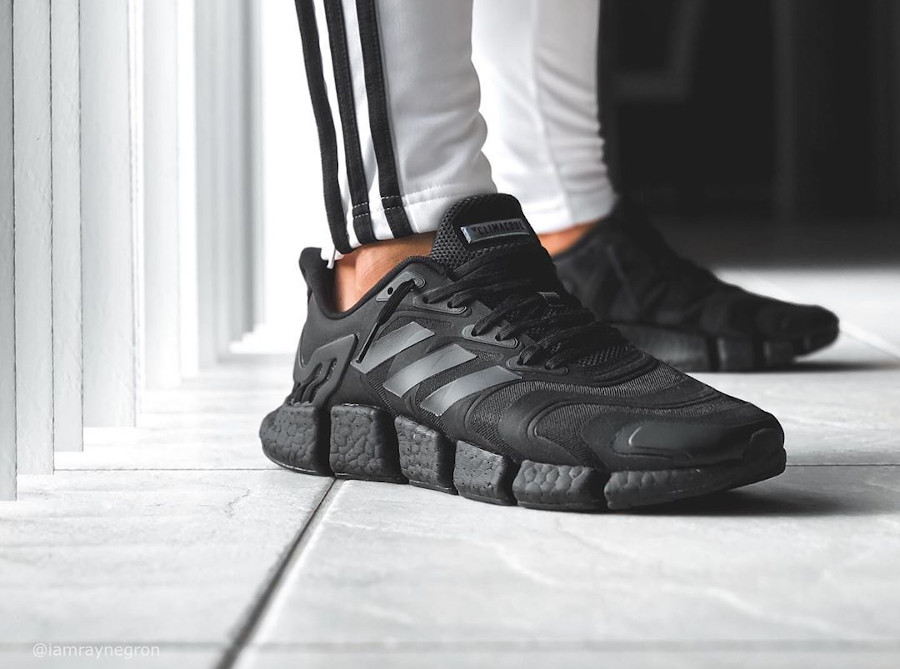 Adidas Clima Cool noire on feet (7)