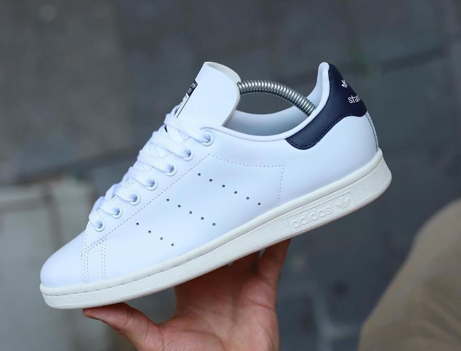 Adidas Stan Smith avec 2 Trèfles (blanche et bleu marine) (1)