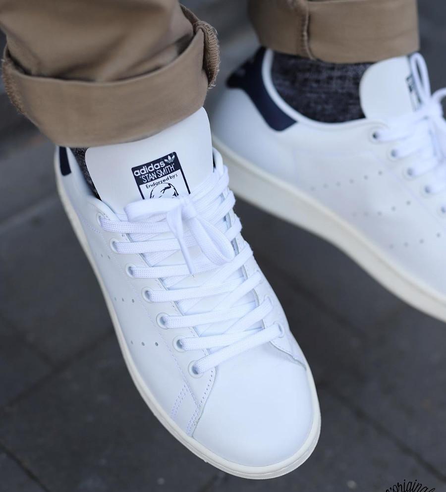 Adidas Stan Smith avec 2 Trèfles (blanche et bleu marine) (2)