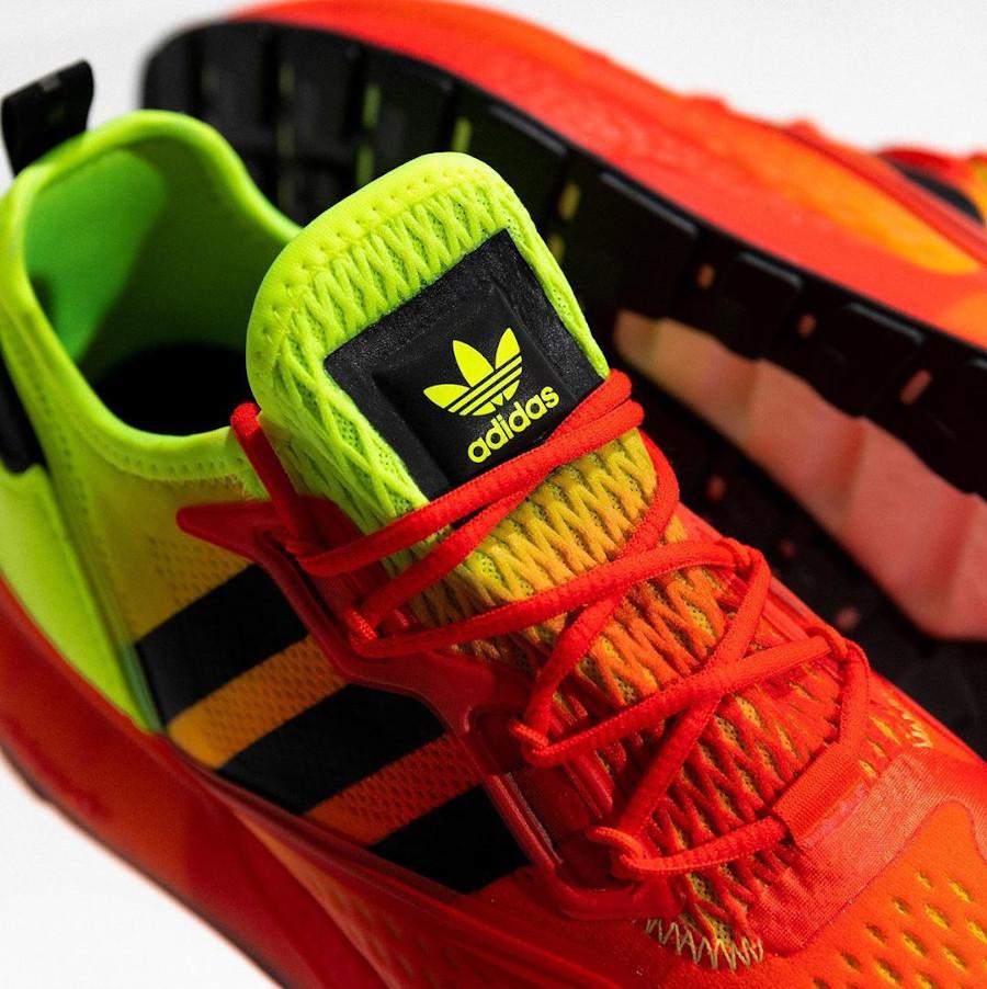 Adidas ZX 2K Boost avec un dégradé jaune fluo et rouge (5)