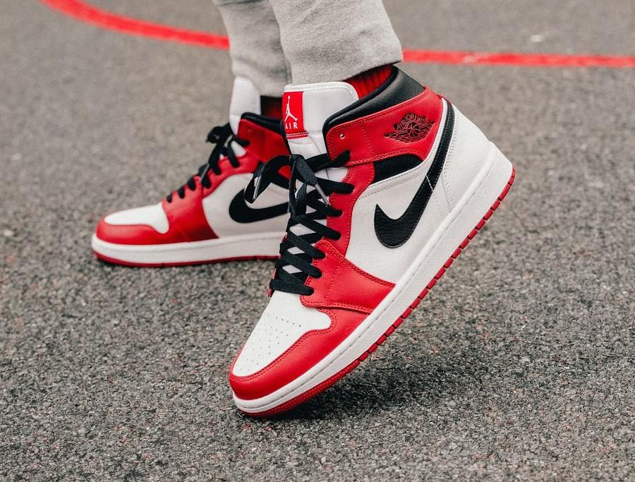 Air Jordan 1 Mid Chicago 'White Heel' on feet