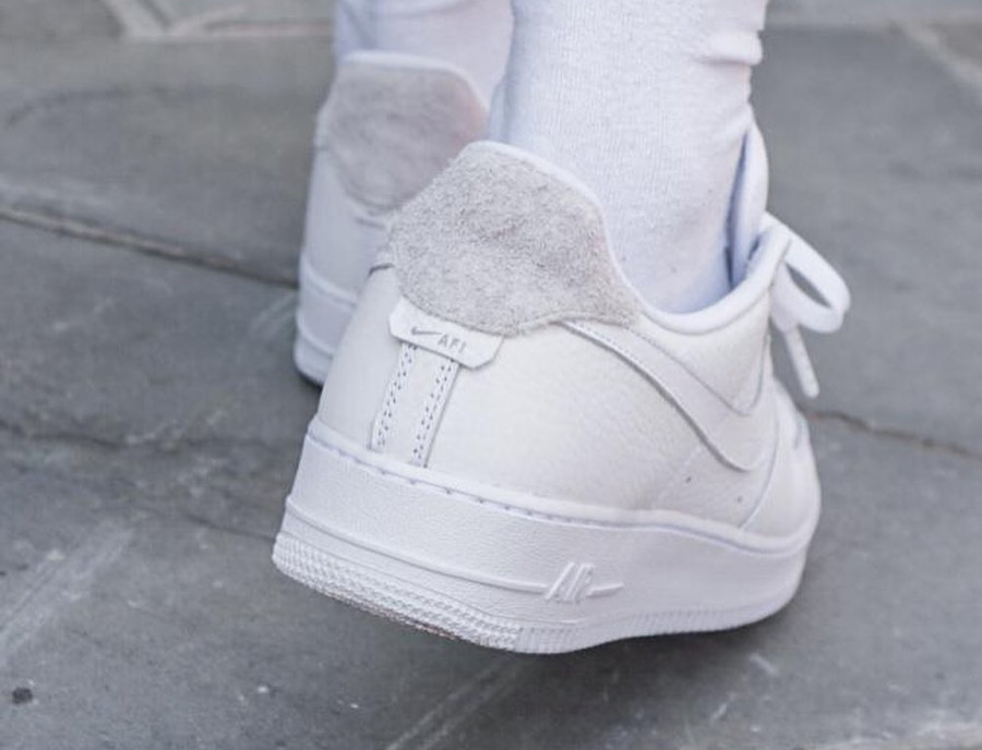Nike Air Force 1 Low Craftsmanship blanche et grise on feet (1)