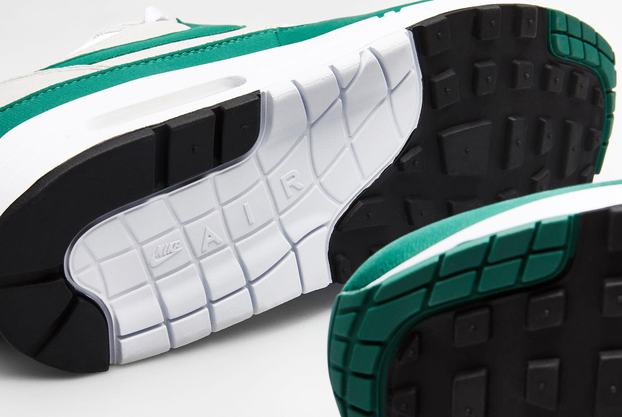 Nike Air Max 1 1987 verte grise et blanche (4)