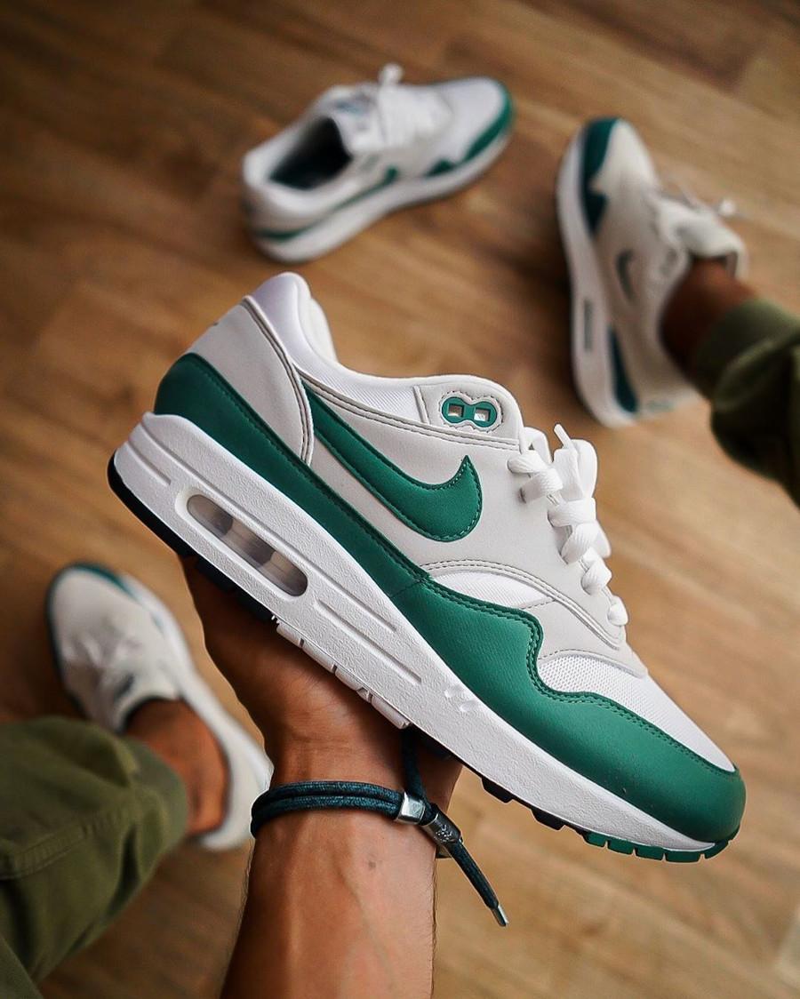 Nike Air Max 87 verte grise et blanche (1)