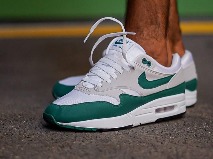 Nike Air Max 87 verte grise et blanche (2)
