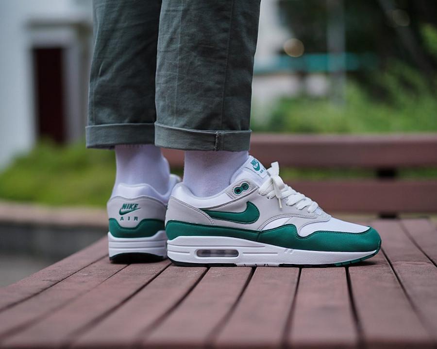 Nike Air Max 87 verte grise et blanche (4)