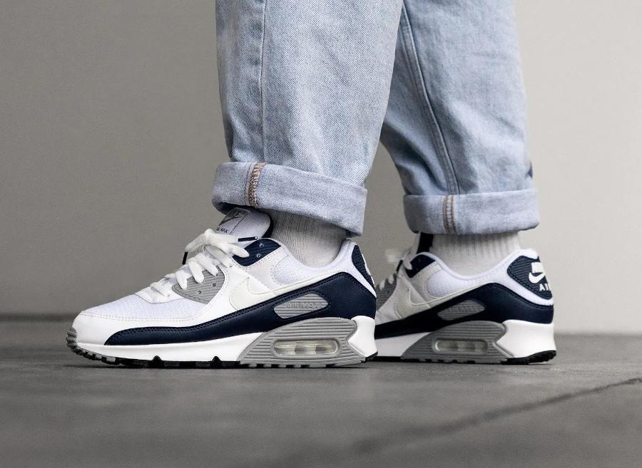 Nike Air Max 90 30ème anniversaire blanche bleu foncé et grise (2)