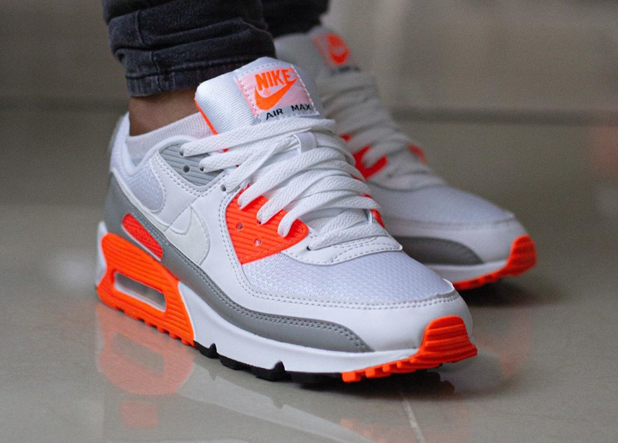 CT4352 103 : que vaut la Nike Air Max 90 Recrafted Hyper