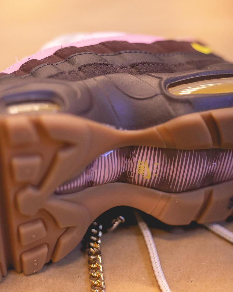 Nike Air Max 95 rose beige et marron avec une chaine (2)