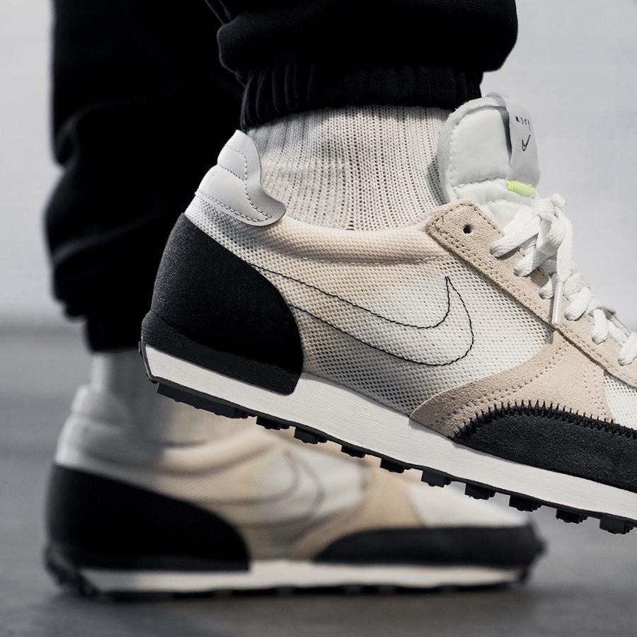 Nike DBreak Type N.354 blanche marron noire et fluo on feet (1)