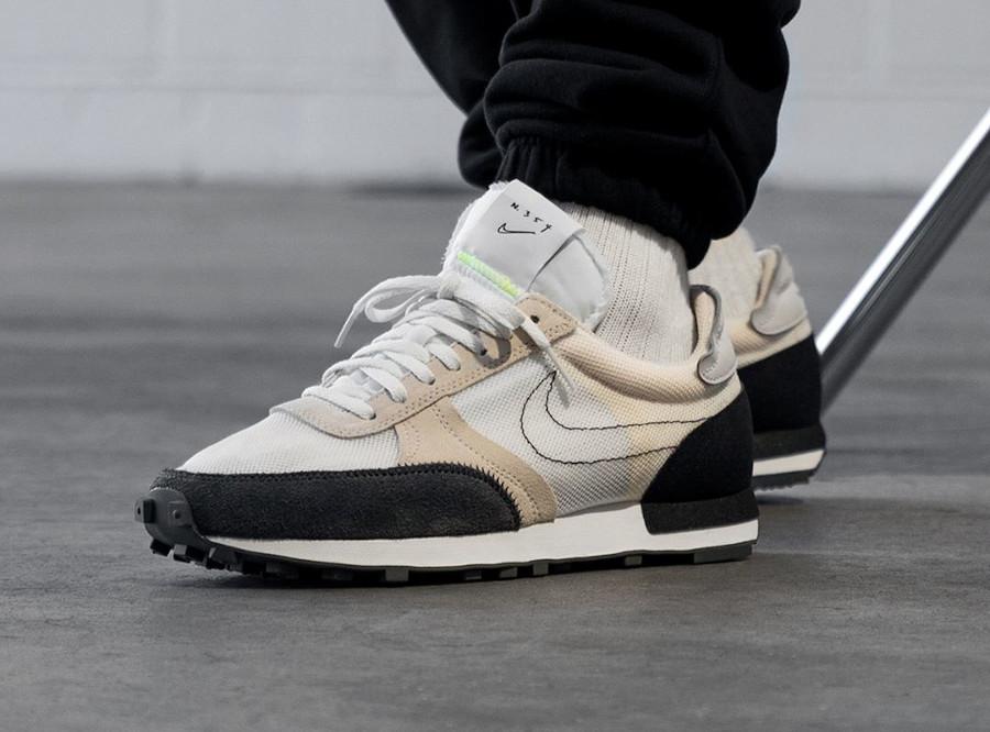 Nike DBreak Type N.354 blanche marron noire et fluo on feet (2)