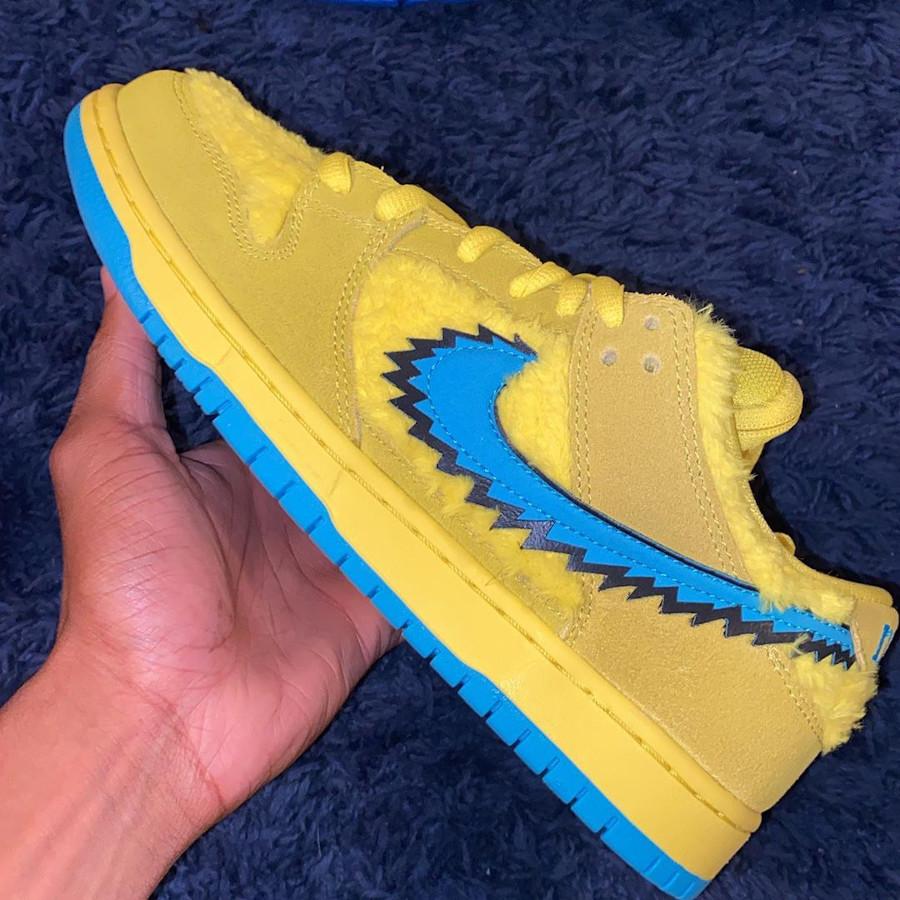 Nike Dunk Low Pro SB en peluche jaune CJ5378-700