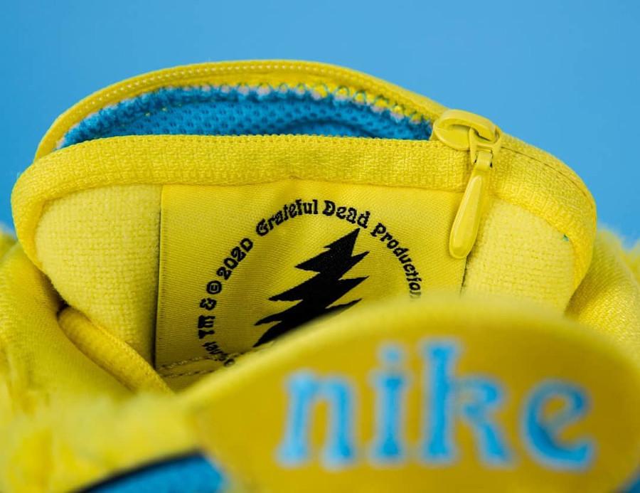 Nike SB Dunk Low en peluche jaune Bear's Dancing (1)