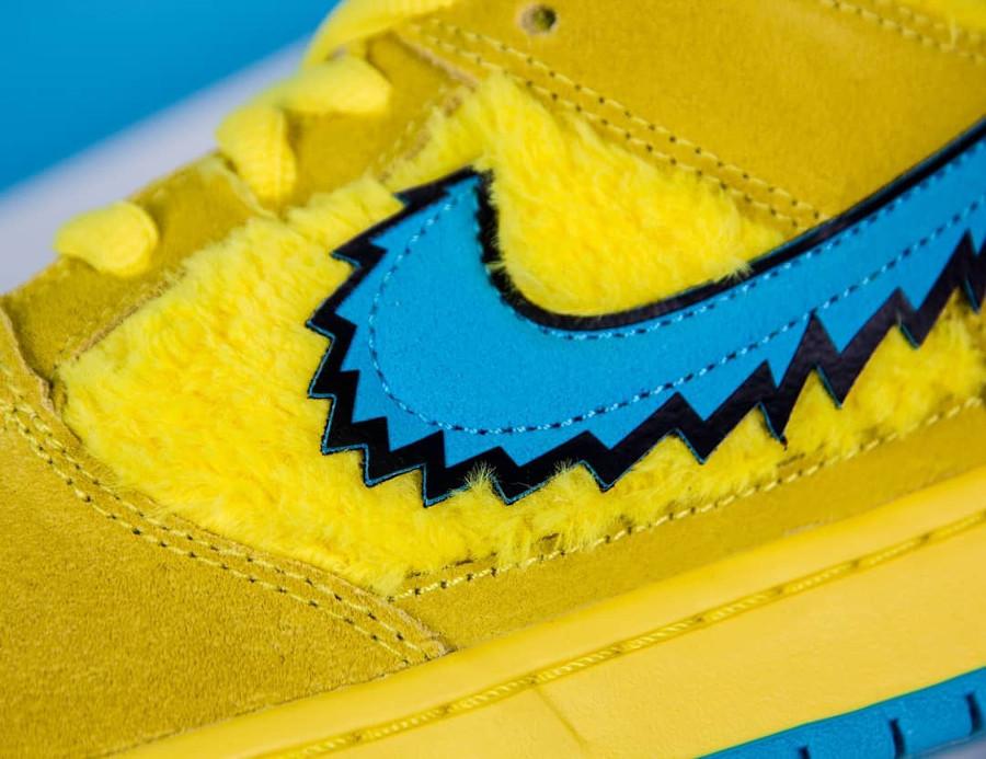 Nike SB Dunk Low en peluche jaune Bear's Dancing (2)