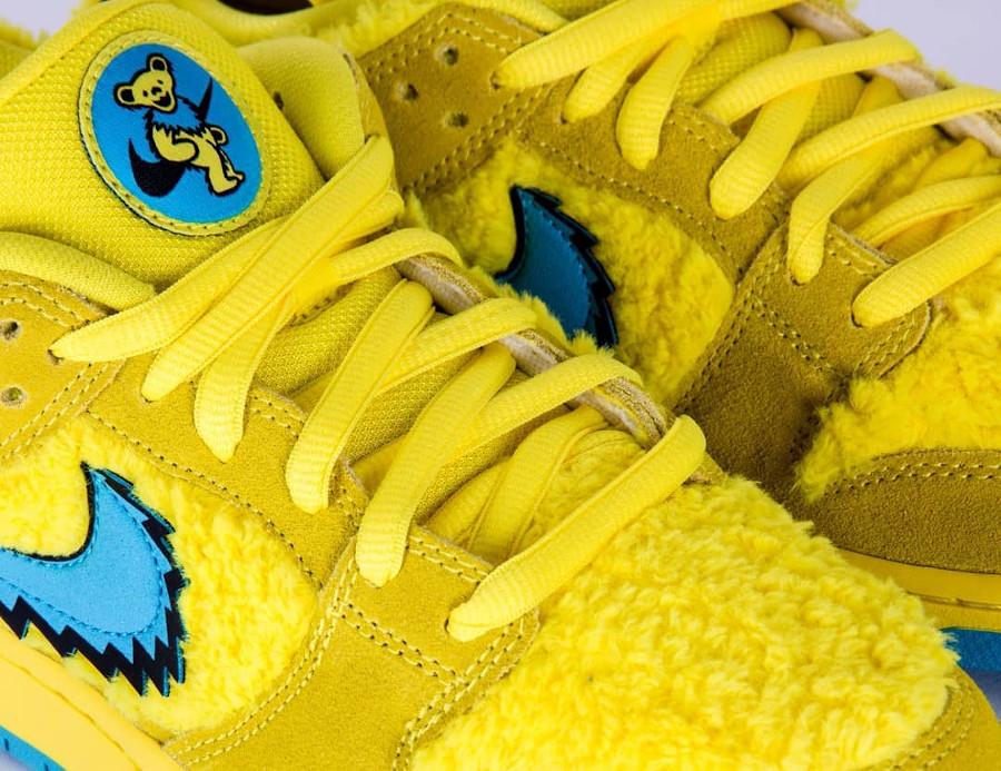 Nike SB Dunk Low en peluche jaune Bear's Dancing (3)