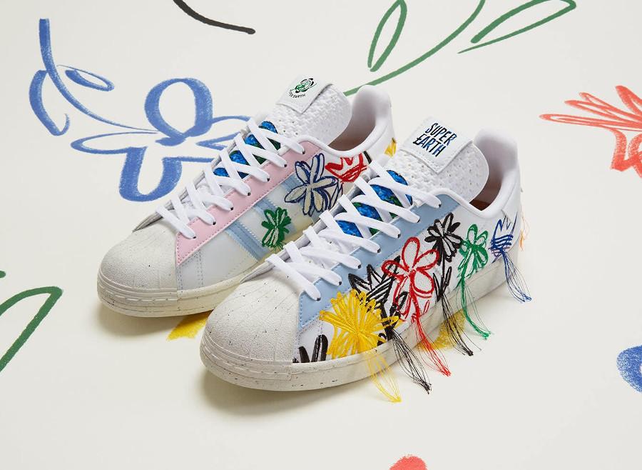Adidas Superstar Vegan 50th avec fleurs brodées multicolores (1)