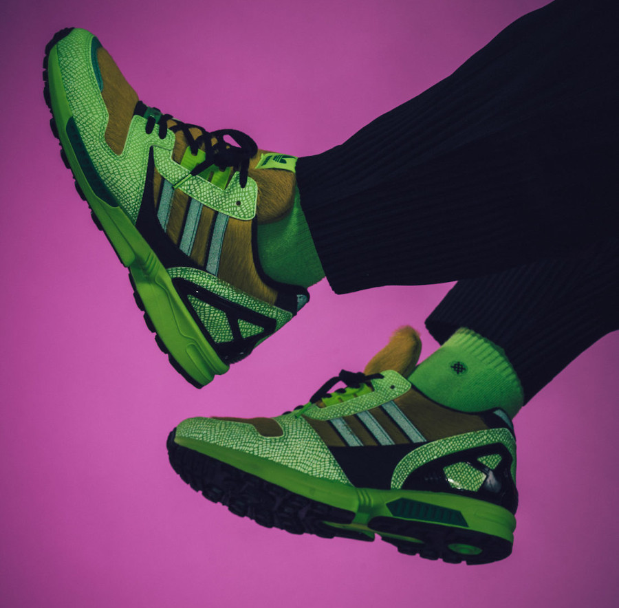 Adidas ZX 8000 AZ-X 2020 peau de serpent vert fluo on feet (1)