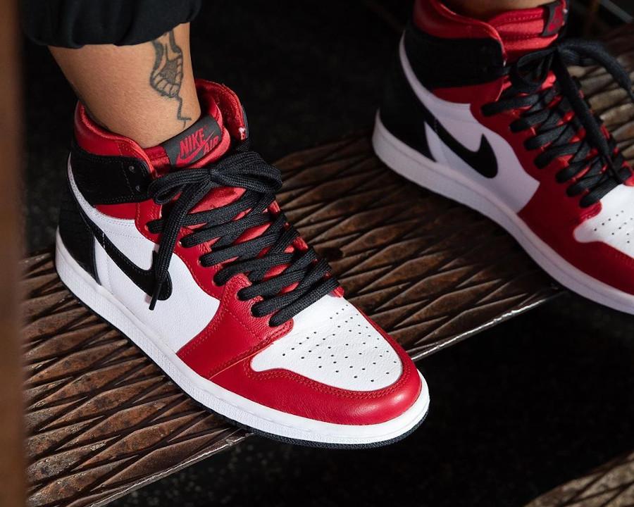 Air Jordan 1 High OG Chicago Satin Snake on feet (2)