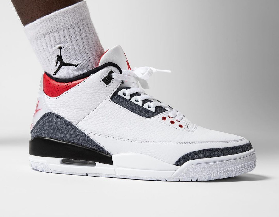 Air Jordan III 2020 Retro blanche rouge avec du jeans (7)