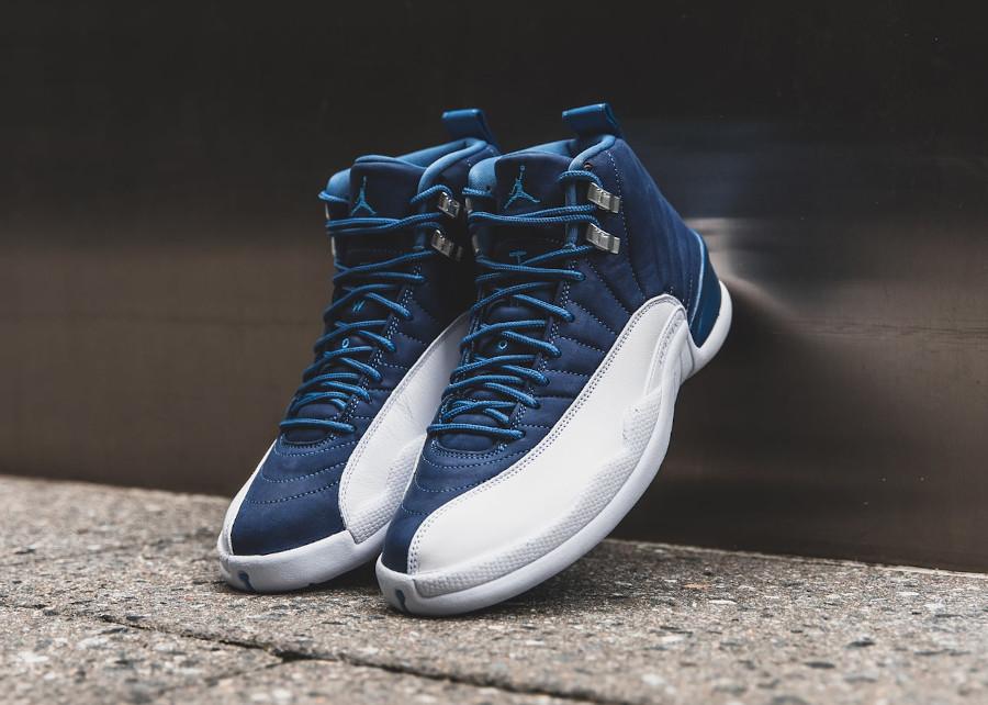 Air Jordan XII 2020 blanche et bleu foncé pour homme (1)