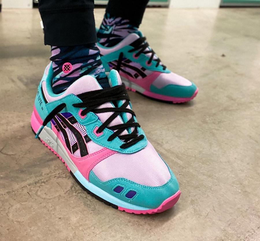 Asics Sportstyle Gel Lyte III 2020 turquoise violet et rose on feet (4)