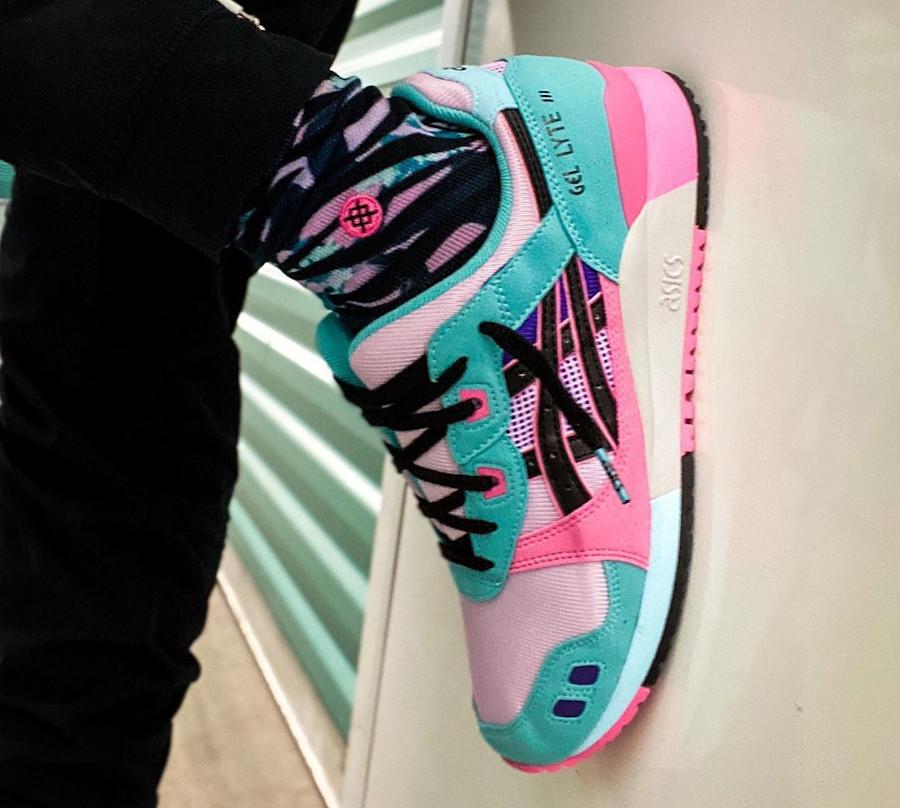 Asics Sportstyle Gel Lyte III 2020 turquoise violet et rose on feet (5)