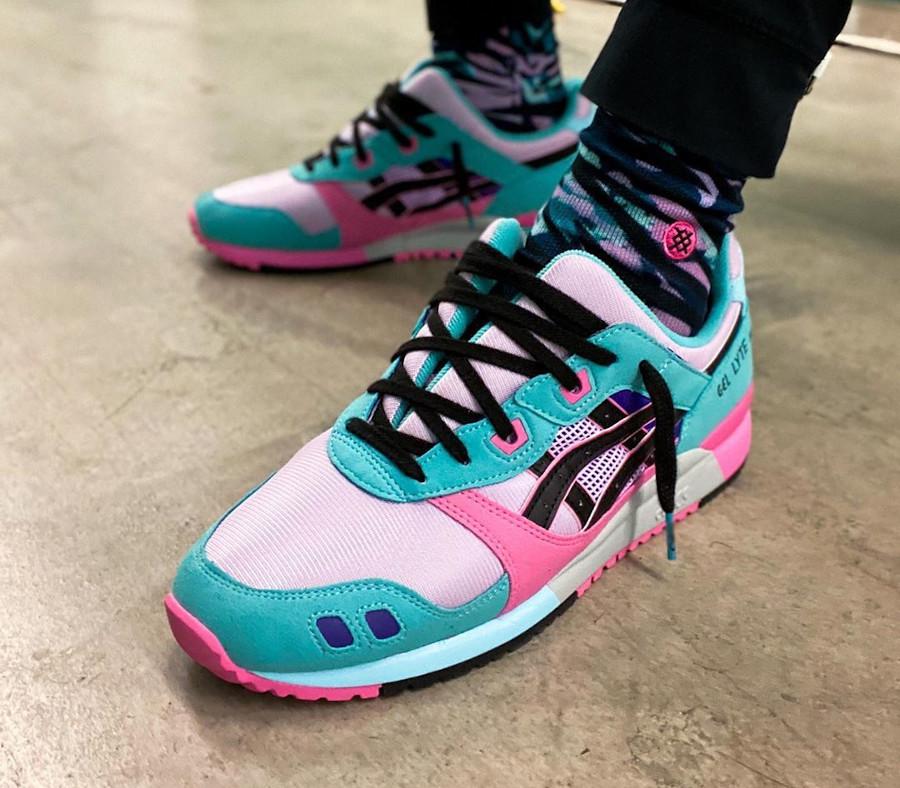 Asics Sportstyle Gel Lyte III 2020 turquoise violet et rose on feet (6)