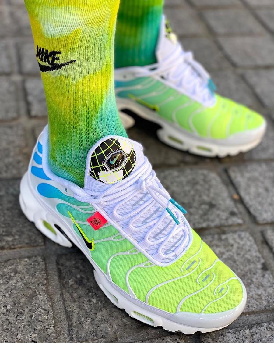 Nike Air Tuned 1 2020 bleu vert fluo on feet