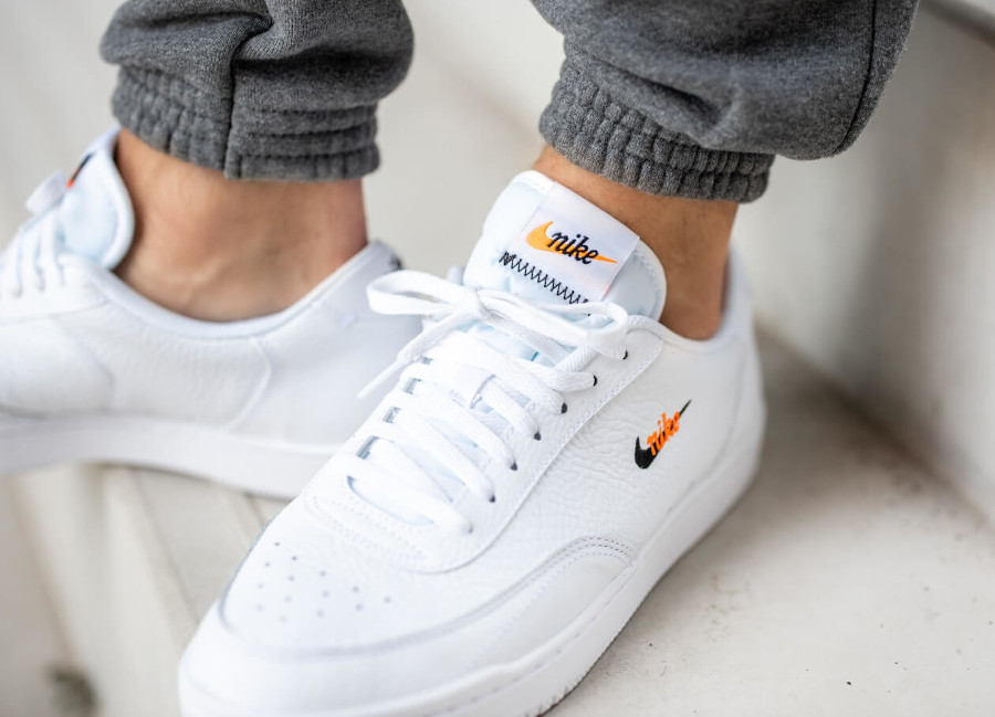 Nike Court Vintage Premium White Total Orange en solde