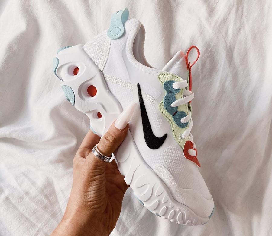 Nike React Artemis blanche rouge verte et bleu pour femme (4)