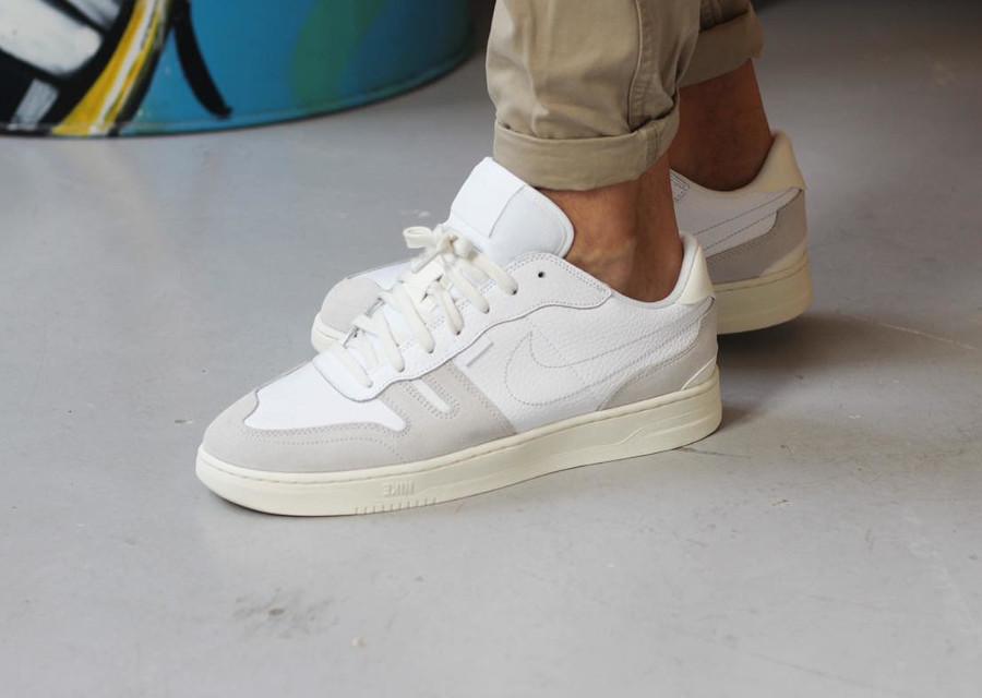 Nike Squash Type White Platinum Tint en solde