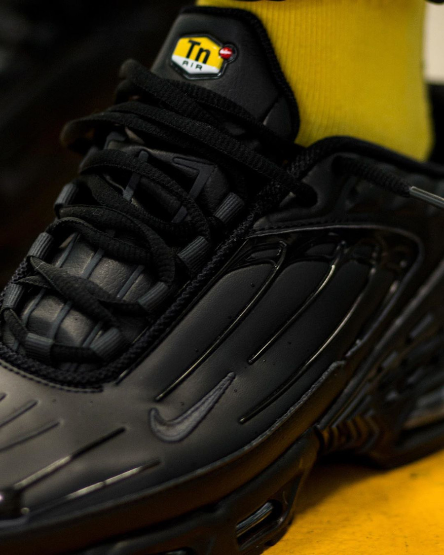 Nike Tuned 3 noire pour homme (3)