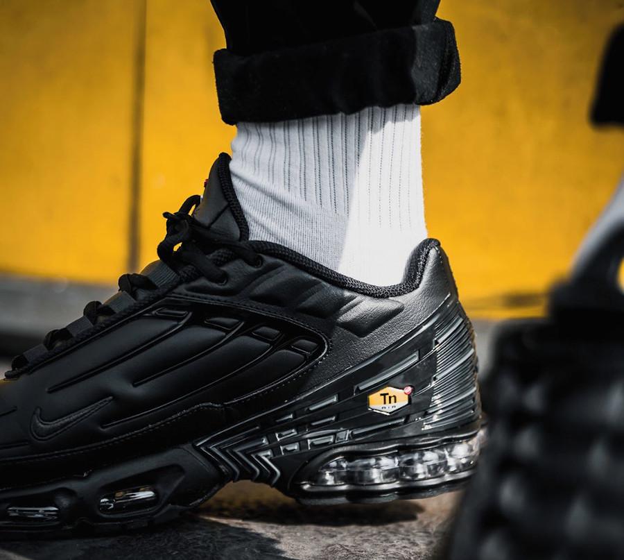 Nike Tuned 3 noire pour homme (5)