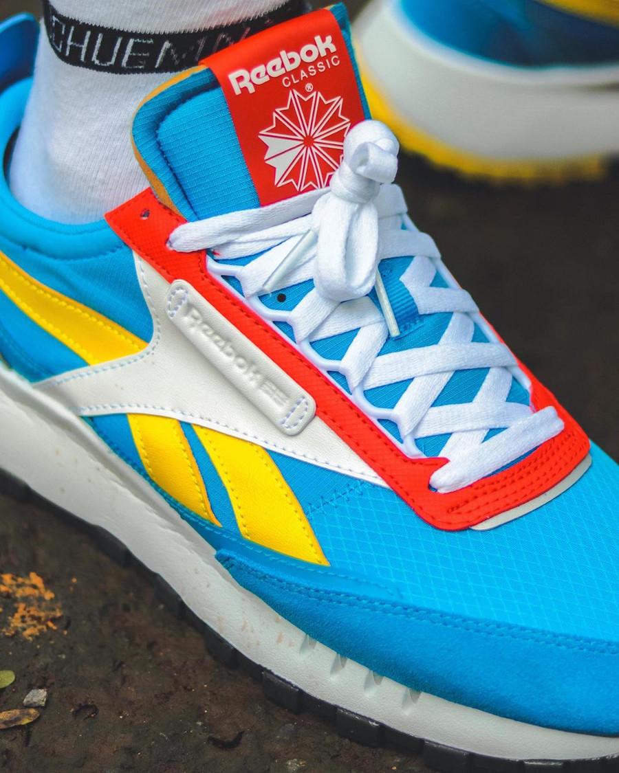 Reebok CL Legacy deconstruct bleu jaune et rouge on feet (3)