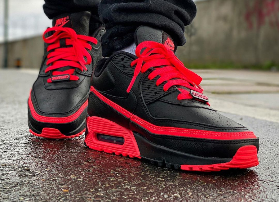 2019 - Undefeated x Air Max 90 black Solar Red Infrared - @khalid_kali93