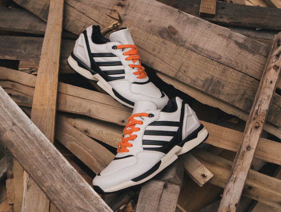Adidas-Originals-ZX6000-bianconeri-turin-1