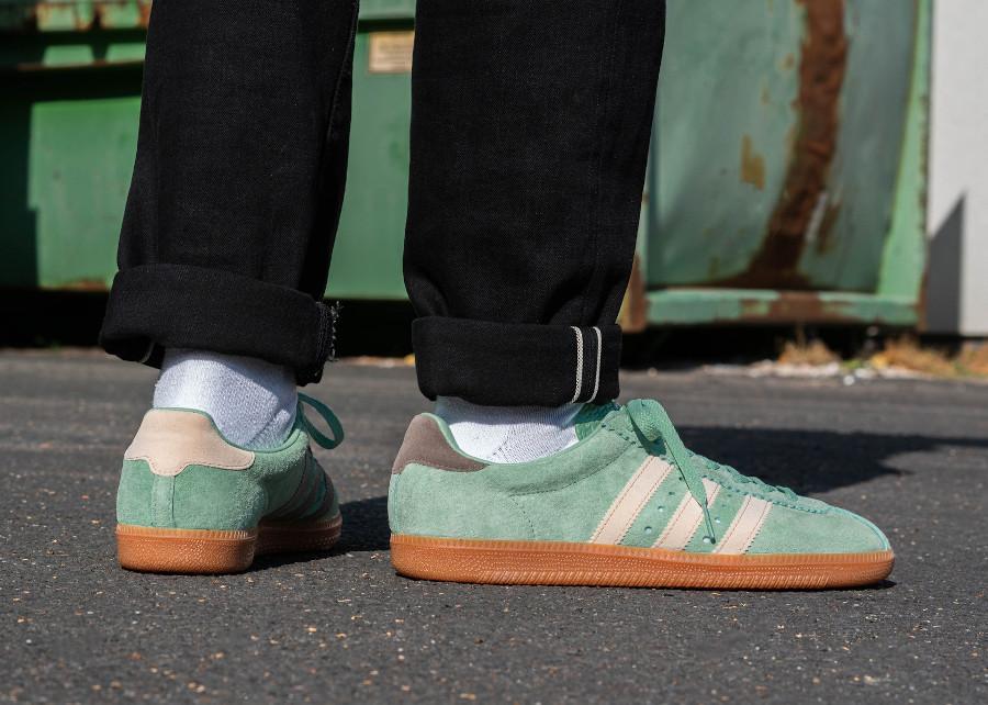 Adidas Padiham 2020 en daim vert menthe on feet (2)