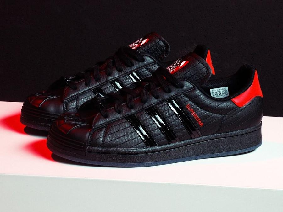 Adidas Superstar Darth Vader noire et rouge FX9302