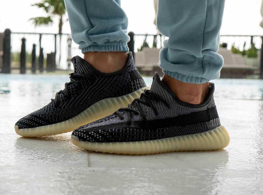 Adidas Yeezy Boost 350 V2 2020 en Primeknit gris et noir (2)