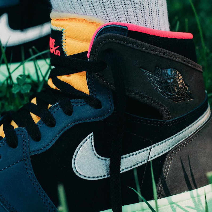 Air Jordan 1 Hi OG multicolore on feet (1)