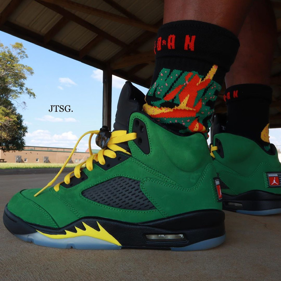 Air Jordan 5 V 2020 en daim vert pomme on feet