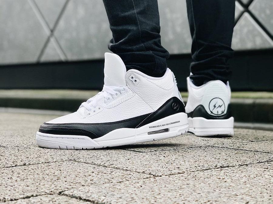 Air Jordan III 2020 blanche et noire on feet (3)