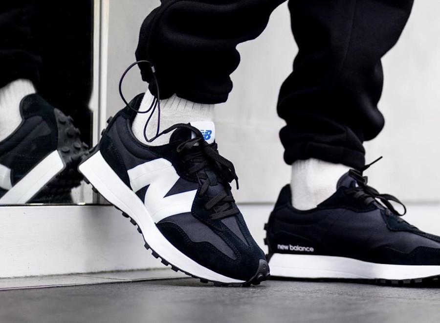 New Balance 327 noire et blanche (1)