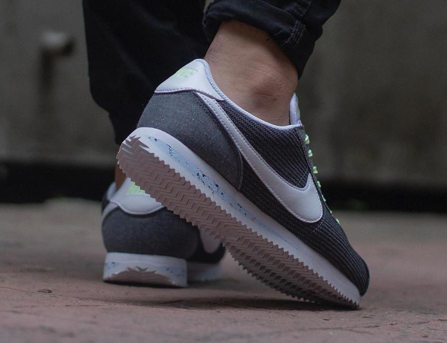 Nike Cortez en toile recyclée grise (1)