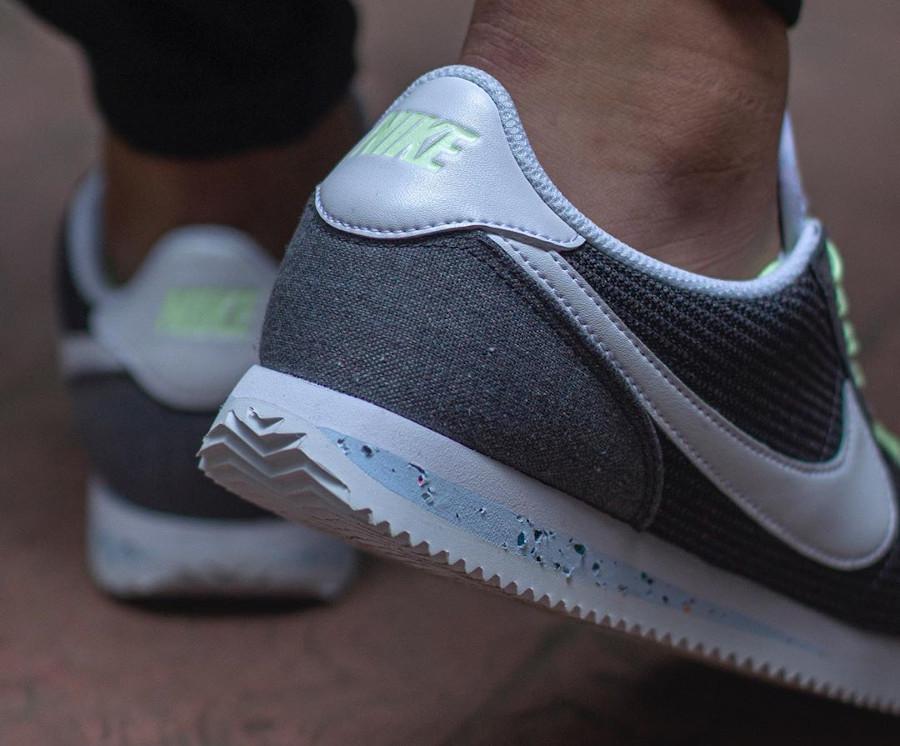 Nike Cortez en toile recyclée grise (2)