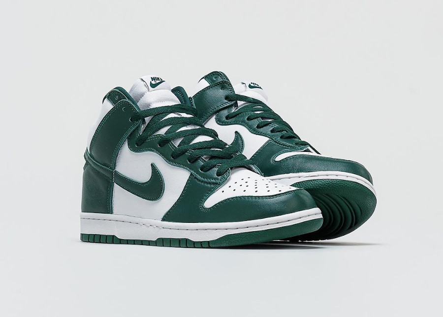 Nike Dunk High blanche et verte (Be True To Your School) (1)