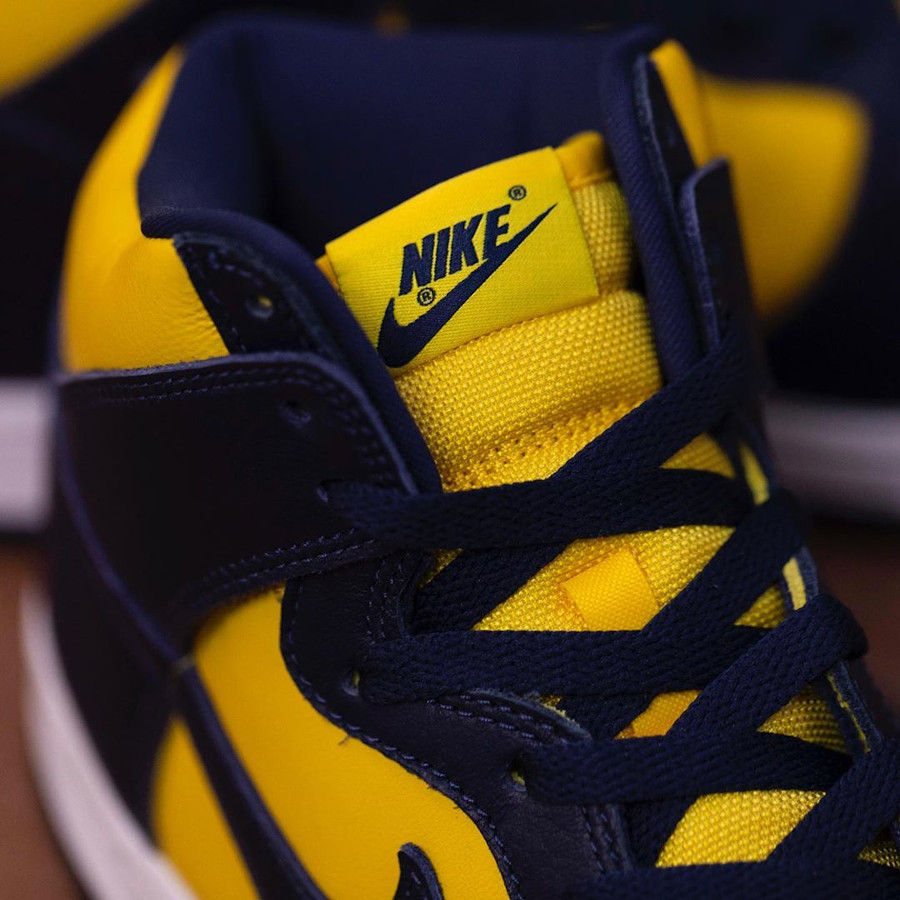 Nike Dunk montante M jaune et bleu foncé (1)