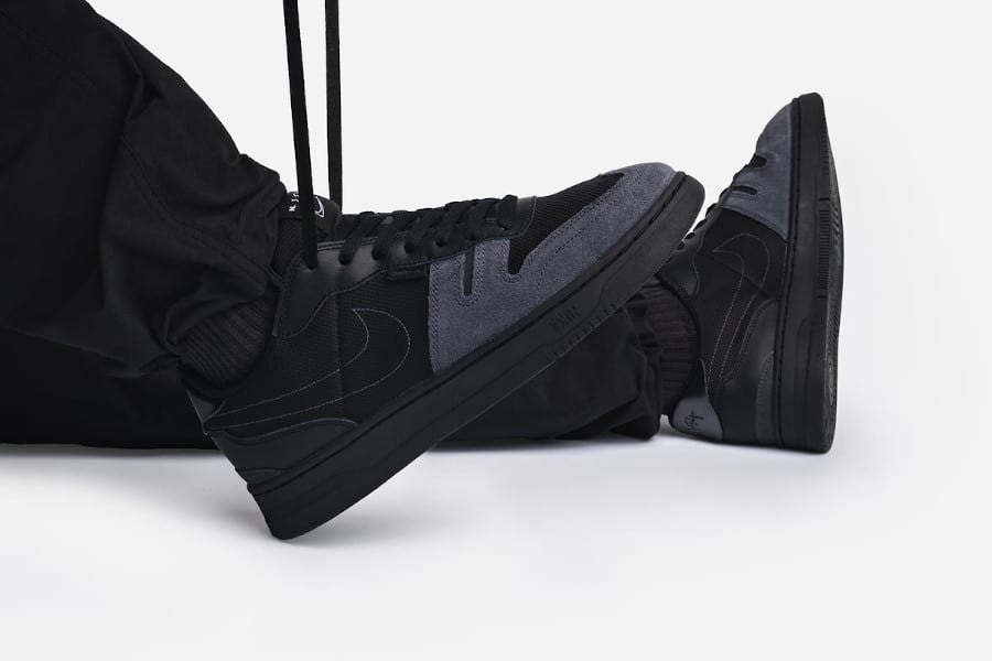 Nike Squash Type N.354 noire et grise on feet (1)